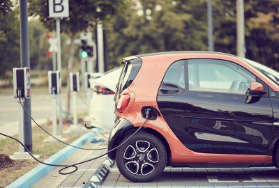 Rośnie popyt na samochody elektryczne